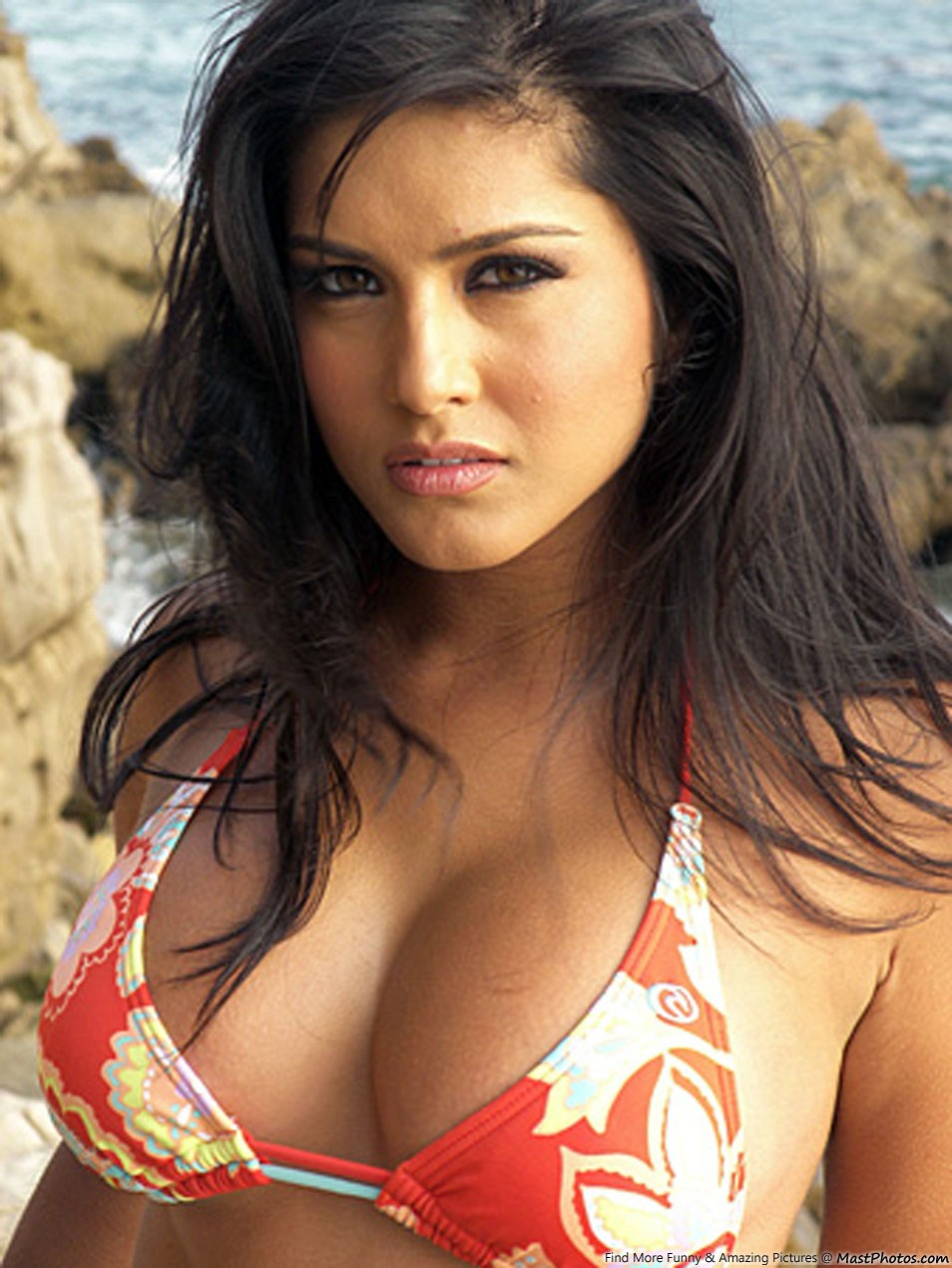 Hot Sunny Leone In Sexy Dress