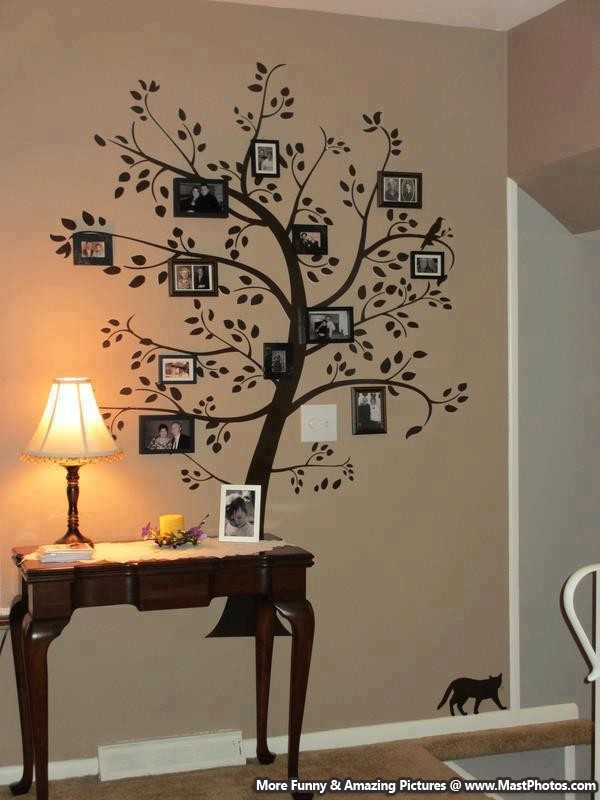 Creative family tree with photo frames for Arbol de navidad mural